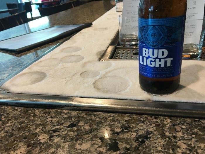 Охлаждающая панель для напитков.| Фото: Reddit.