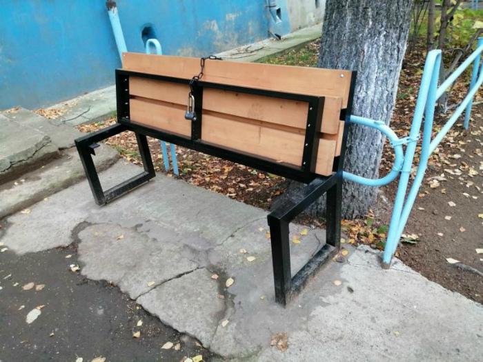 Монополия на скамейку. | Фото: Всяко.нет.