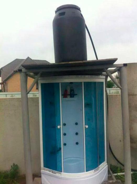 Летний душ на новый лад. | Фото: Строим Дом.