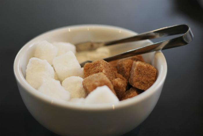 Сладости и сахар в чистом виде.