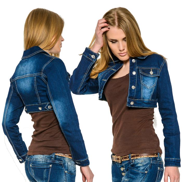 Короткая джинсовая куртка.