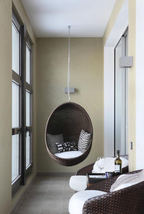 Балкон с мебелью из ротанга. | Фото: Design-homes.ru.