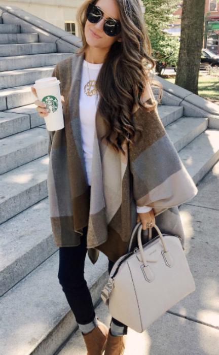 Стильный образ с необычным пальто.