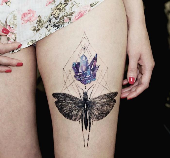 Оригинальная татуировка с изображением бабочки.