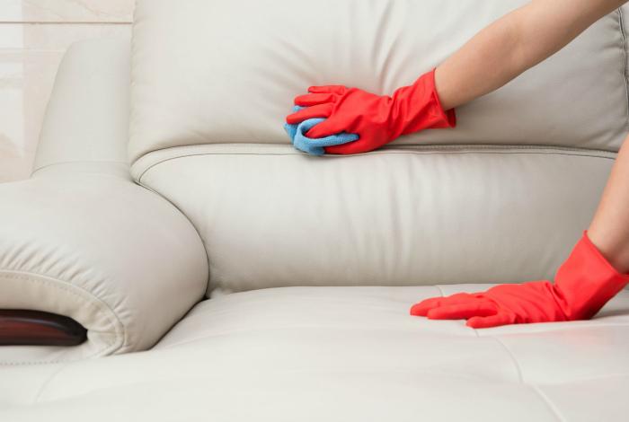 Подбирайте средства для чистки по типу ткани.