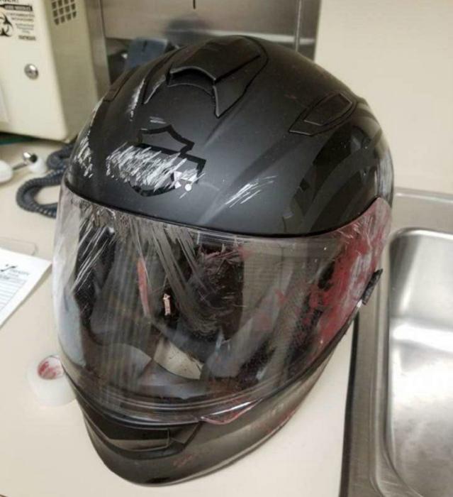 Шлем после ДТП с участием оленя.