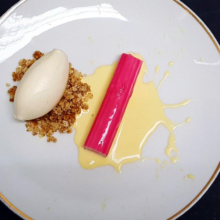 Десерт в виде крабовой палочки.