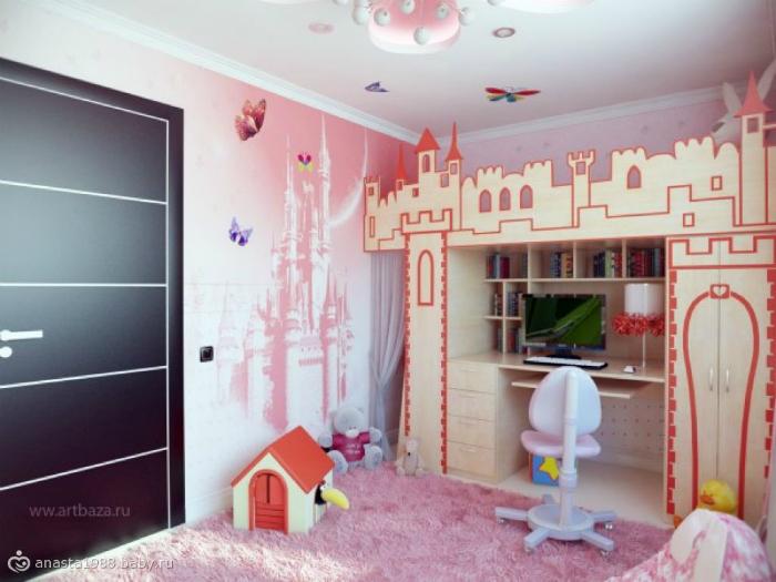 Комната для девочки, где рабочее пространство оформлено, как сказочный замок.