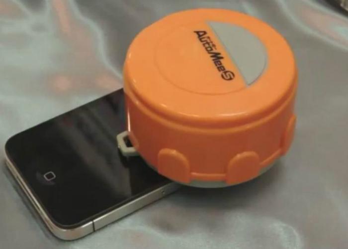 Маленький робот, который деликатно очистит экран ноутбука, планшета или телефона.