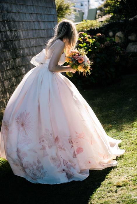 Пышное платье с флористическим принтом.