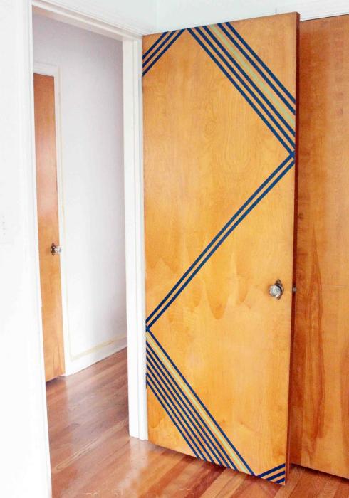 Декор двери.
