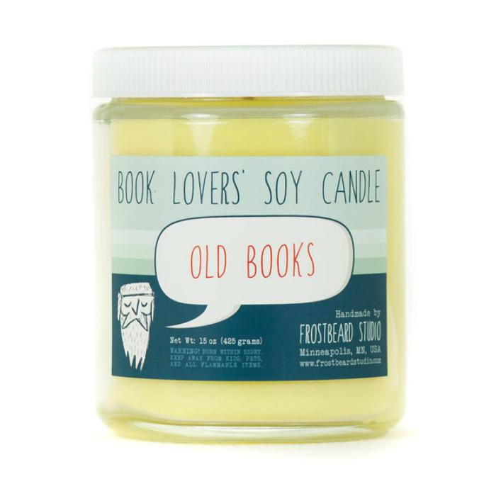 Свеча, которая наполнит комнату запахами старых книг.