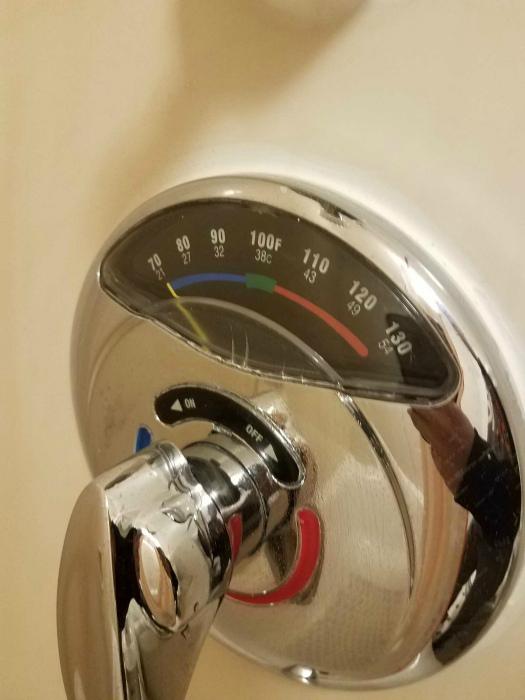 Душ с индикатором температуры. | Фото: Reddit.