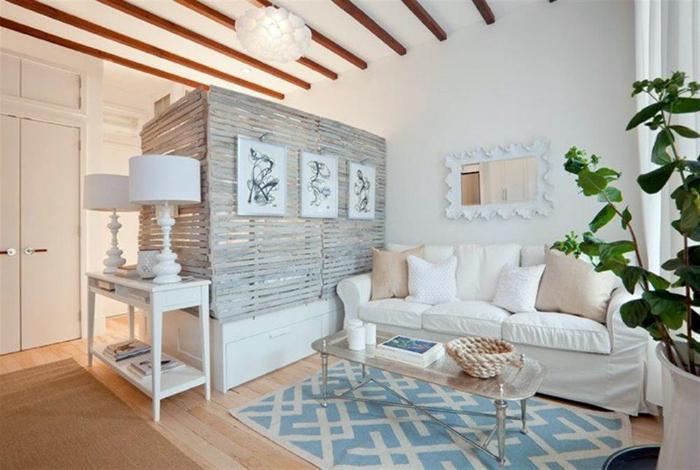 Уютная гостиная, совмещенная со спальней.