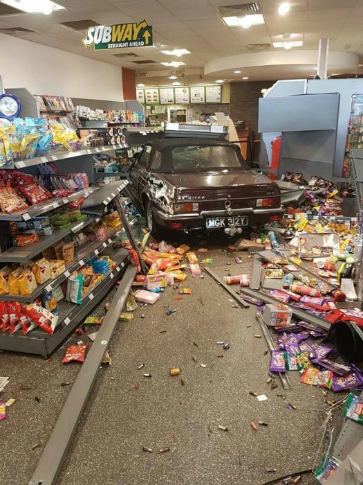 Заехал в супермаркет.