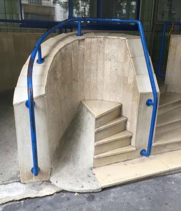 Креативная лестница с пандусом.