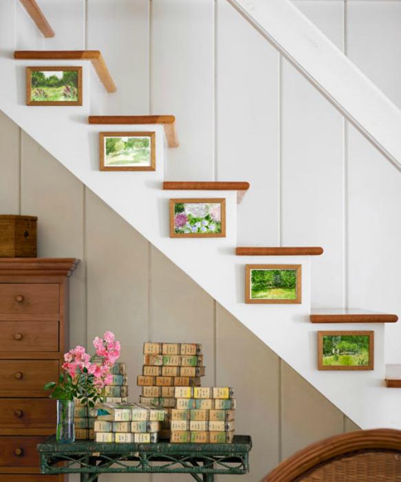Картинная галерея на лестнице.