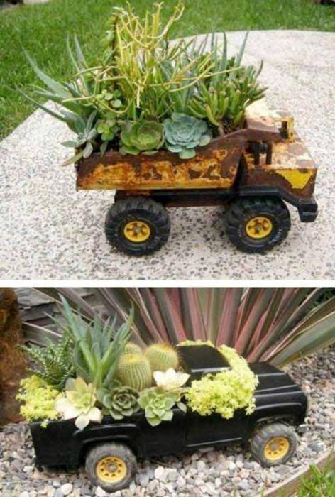 Квіткові горщики в дитячих машинках.