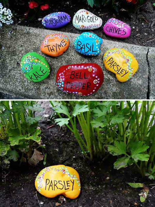 Небольшие камни, покрашенные яркими красками, станут отличным украшением для клумб и грядок.