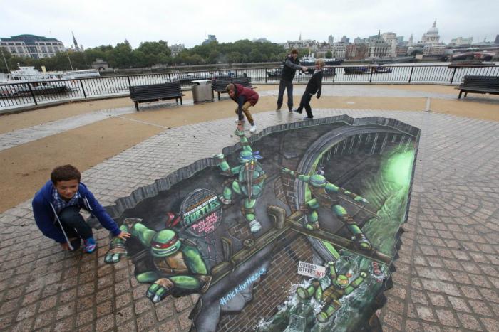 Трехмерный стрит-арт на улице Лондона.