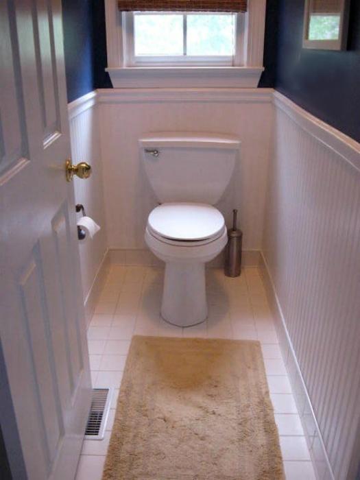 Пластиковая отделка туалета.