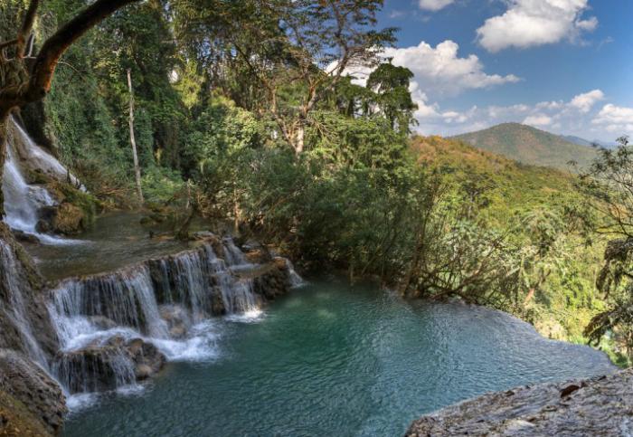 Естественная купальня в водопаде Куанг Си.