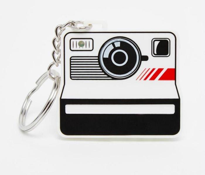 Bluetooth-брелок, который позволит активировать и настроить камеру смартфона на расстоянии.