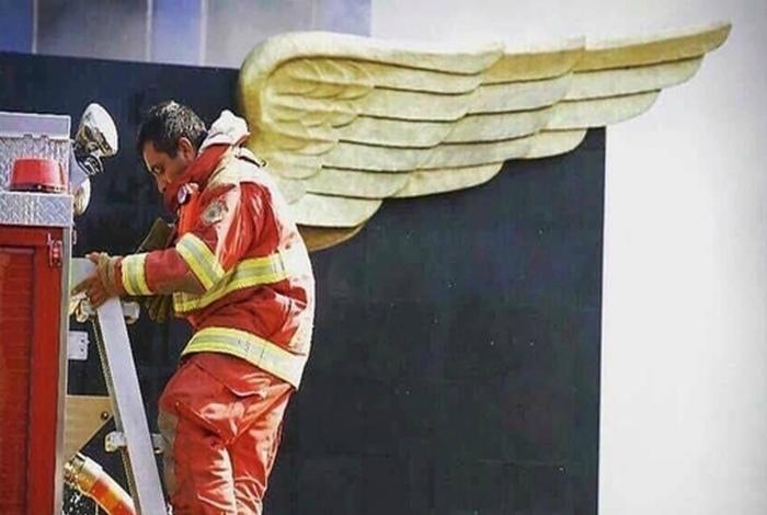 Пожарный с крыльями.