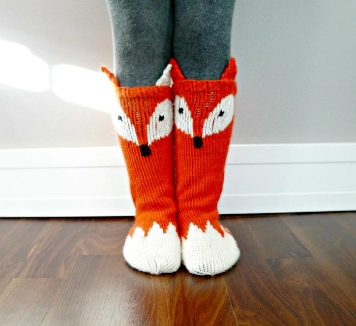Носки с изображением лисичек.