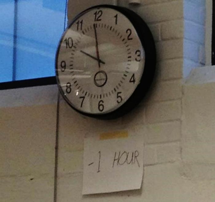 По-своему перевел часы.