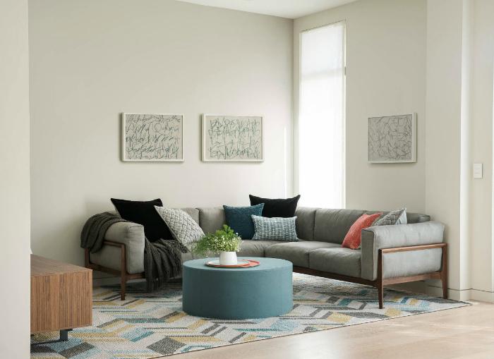 Простая гостиная в стиле минимализм.
