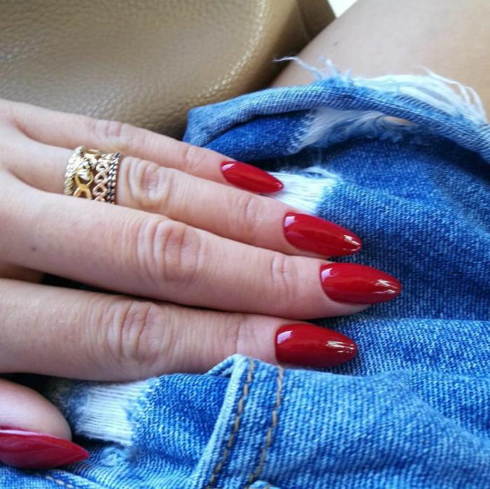 Красный лак для ногтей. | Фото: Новости, статьи и обзоры.
