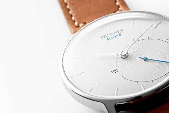 Withings Activitе - классические часы со встроенным фитнес-трекером.