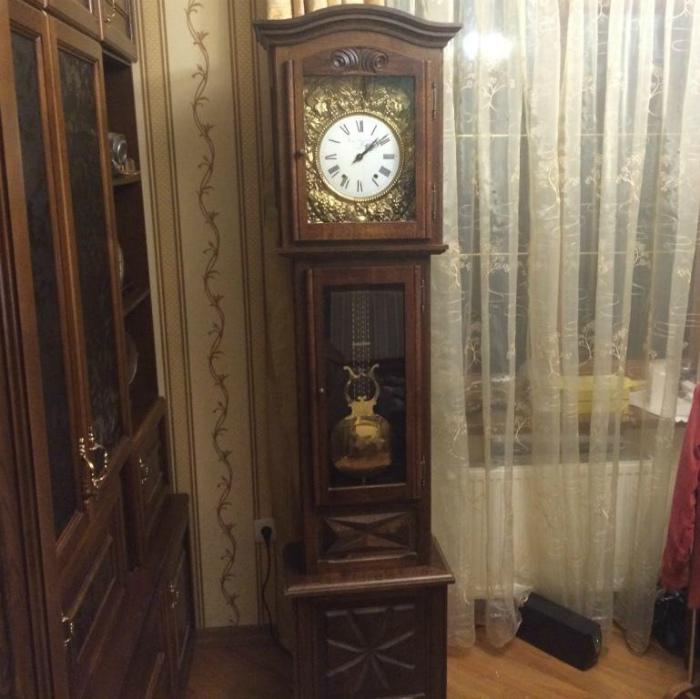 Механические напольные часы. | Фото: Купить часы.