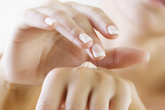 Майонез в качестве крема для рук и ногтей.