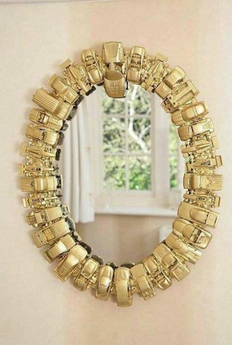 Красивая рама для зеркала.