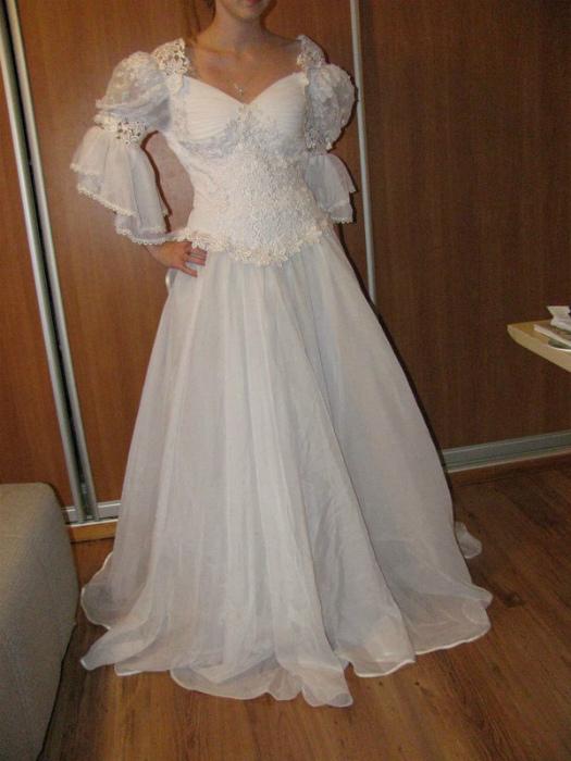 Выпускные и свадебные платья.