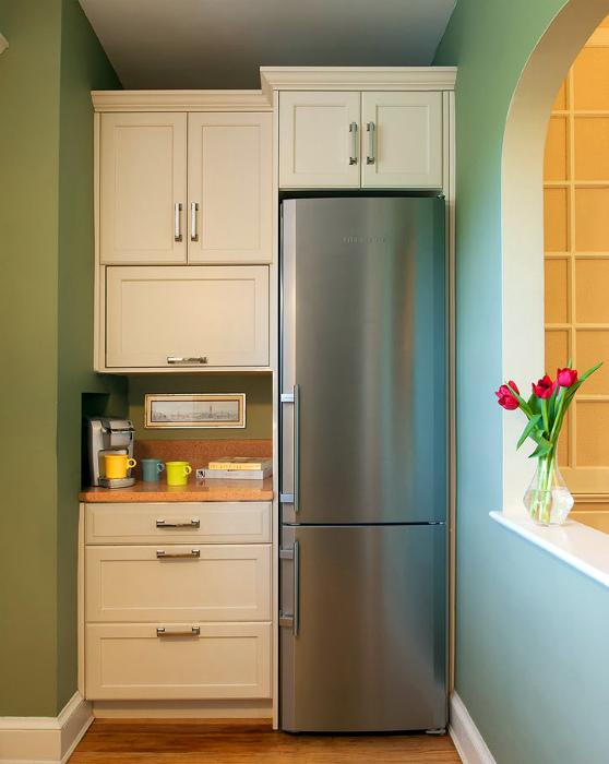 Встроенный холодильник. | Фото: vl-fasad.ru.