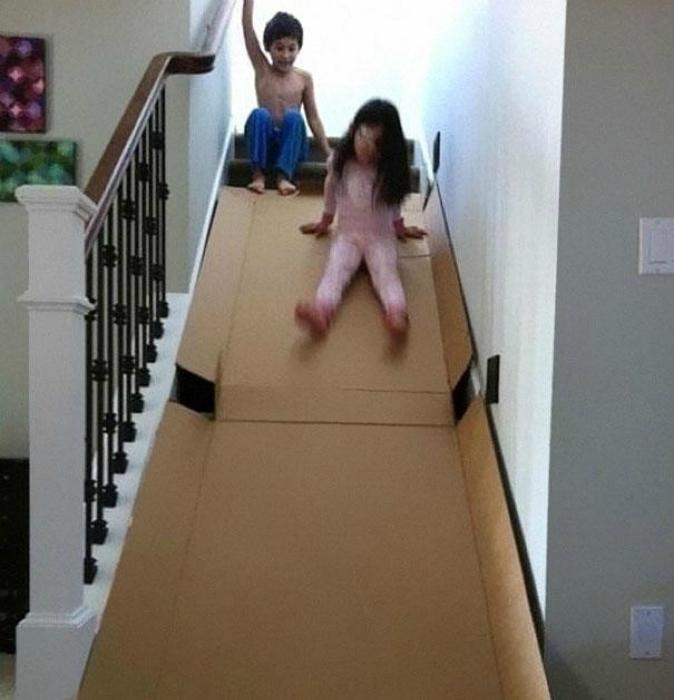 Можно превратить лестницу в веселую горку, положив на нее большой лист плотного картона.