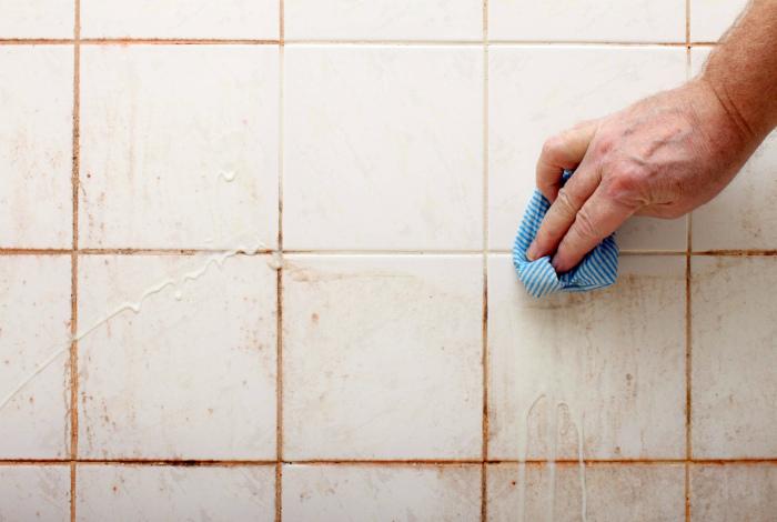 Чистота швов в ванной. | Фото: legkovmeste.ru.
