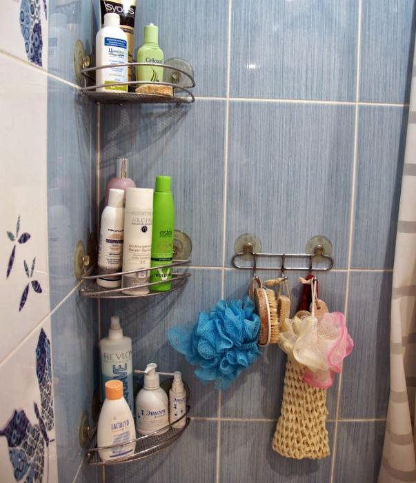Хранение мочалок в ванной. | Фото: рукумелкин дом.