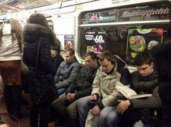 Мужчины в транспорте.