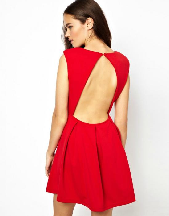 Платья с вырезом на спине.