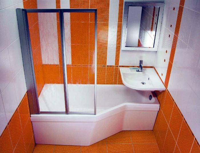 Раковина над ванной.