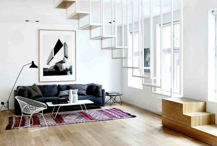 Минималистичная лестница из дерева и металла.
