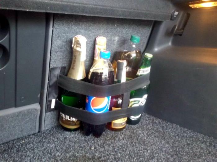 Спиртные напитки в машине.