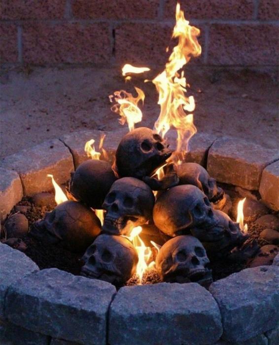 Уголь в виде черепов.