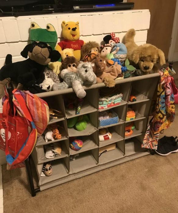 Текстильный органайзер для игрушек. | Фото: Walmart.com.