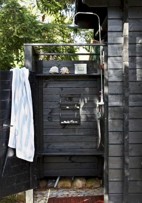 Летний душ в черном цвете. | Фото: Pinterest.