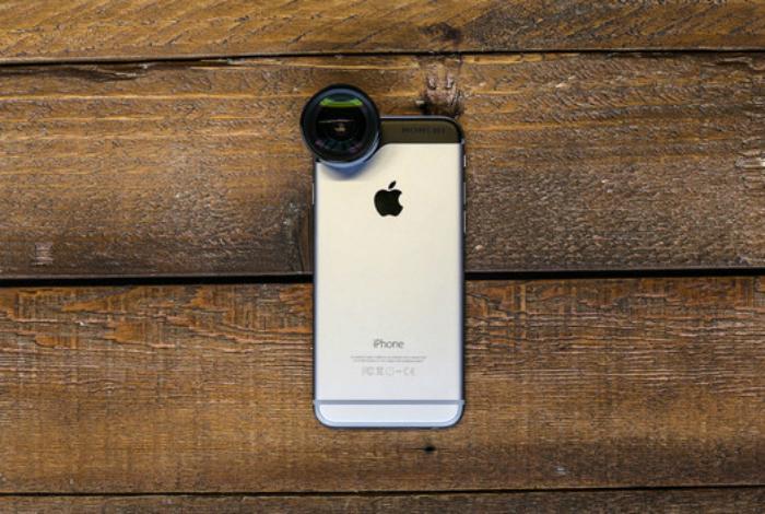 Набор объективов для iPhone - отличная альтернатива профессиональной фотокамере, к тому же они компактные и не занимают много места в чемодане.